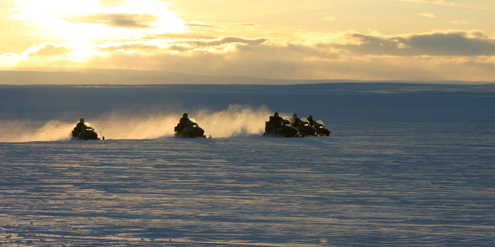 6d snowmobile trip in the arctic_30_snowmobile 2005 002.jpg