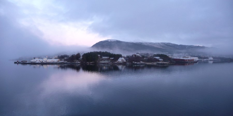 2500x1250_Finnsnes_Appearing-in-the-front_BY_Martin-York_Guest-Image.jpg