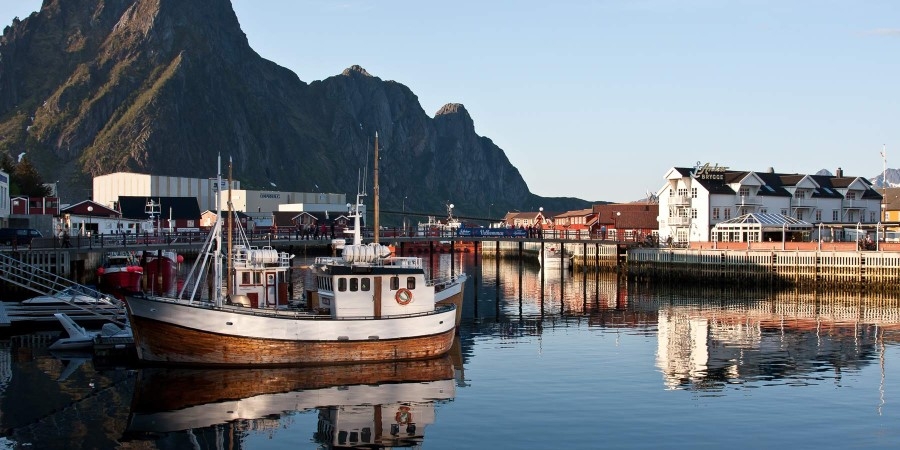 1800x900_List-img_Svolvaer_Harbor-in-the-evening_Jorg-Herrmann_Guest-Image.jpg
