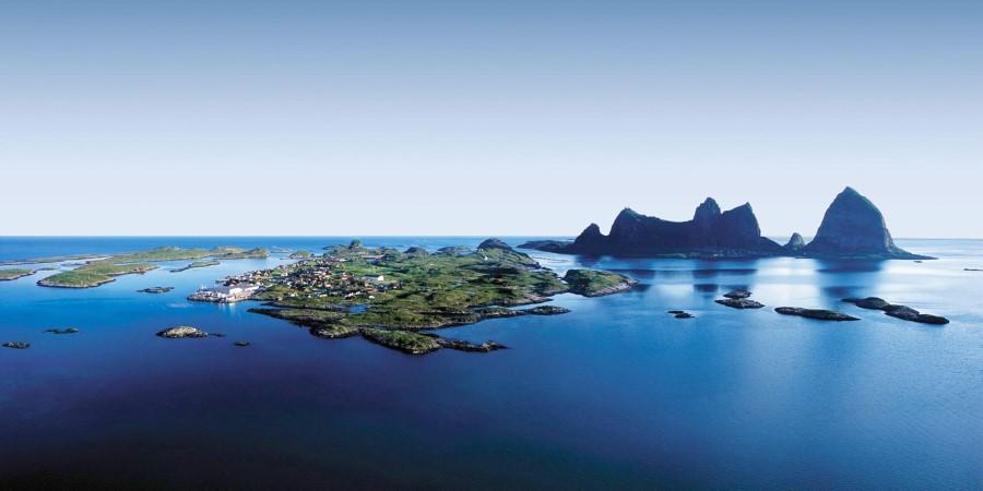 En liten øy midt i en kropp av vann
